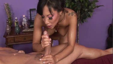 Sexy Japenese Gives A Voluptuous Rubdown P.3