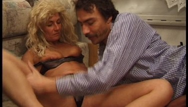 Man With A Immense Manmeat Bangs A Damsel With A Bad Wig