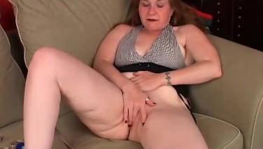 von-solo-maedchen-hat-einen-zitternden-orgasmus-kuenstler