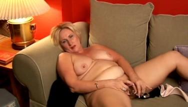 Blond MILFs porno