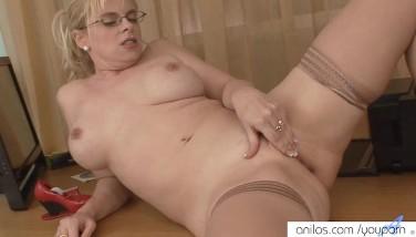 Bigtit Mummy Sneaks Office Orgasm