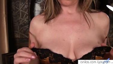 Mature Mother Makes Her Honeypot Cum