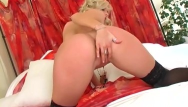 Blonde With Bigtits Fingerblasting In Hip High Nylon