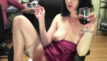 Hot Mature Cam Damsel Gropes And Plays Her Snatch While Her Chatmate Watch