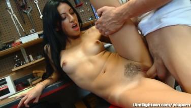 Slutty Teenage Tearing Up Her Mechanic