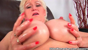 Granny With Hefty Mounds Finger Pounds Her Jummy Matured Pussy