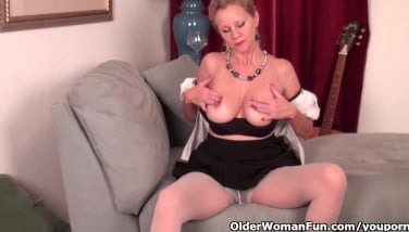 Mature Woman Needs To Get Off In Pantyhose