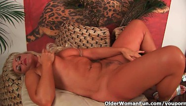 Mature Blondie With Wonderful Figure Plows A Dildo