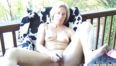 Sexy Suz Mummy Milking Her Arse And Cootchie On Back Deck