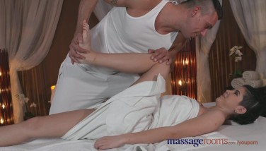 Massage Apartments Little Teenager Has Her Taut Puss Spread By Guys Giant Cock