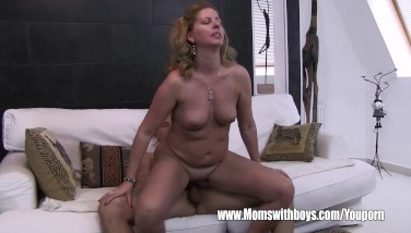 Stepson Caught Wanking By His Towheaded Super-naughty Stepmom