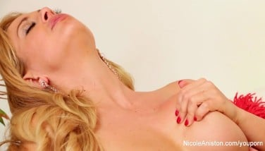 Nicole Aniston Can't Get Enough Of Cherie Deville