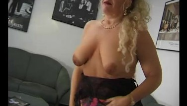 Big Melons On This Ash-blonde Mummy  Julia Reaves