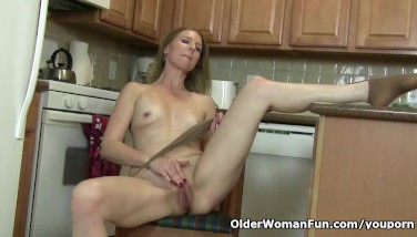 American Mummy Lacy Needs To Get Off In Pantyhose