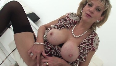 British Mummy Damsel Sonia Home Alone Masturbation