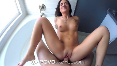 Povd  Gia Paige Is Demonstrating Her Flawless Bod Behind The Bathroom Glass