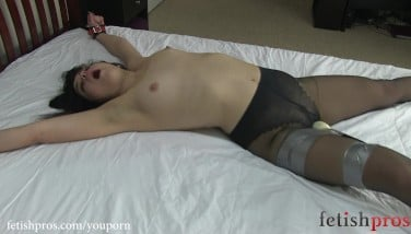 Juliette March Trussed Open Up Eagle On Couch With Hitachi