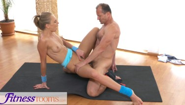Fitnessrooms Ivana Sugar Has A Total Figure And Puss Spread With Sport Trainer