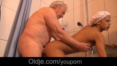 Black Thick Hooters Teenie Ravaging Old Boy In The Bathroom After Masturbating