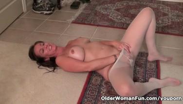 American Mummy Tricia Thompson Needs Orgasmic Pleasure