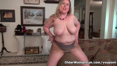 Curvy Mummy Pleasure Buttons Carter Can T Manage Her Fuck-a-thon Hormones