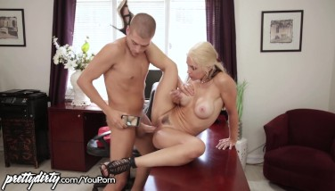 Prettydirty Hotwife Wifey Eaten Out By Stepson