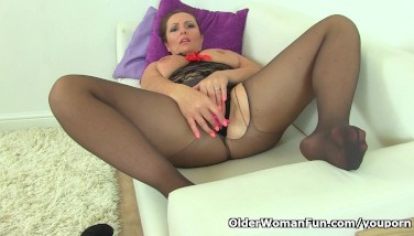 British Mummy Samantha Can T Stop Playing Her Mature Pussy