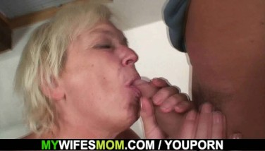 Old Light-haired Mom In Law Pleading For Doggysex