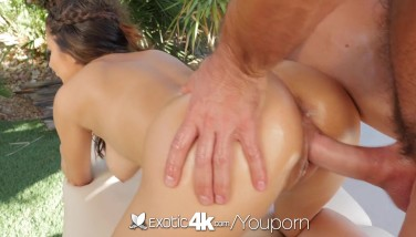 Exotic4k Latina Nina North Flashes Off Her Beach Body