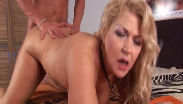 Hot Romp With Trimmed Stepmom