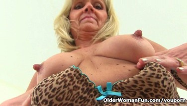 British Gilf Dolly Thrusts A Fuck Stick Up Her Fanny