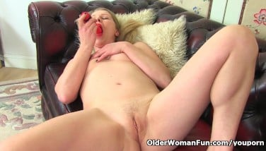 English Mummy Abi Needs Orgasmic Pleasure