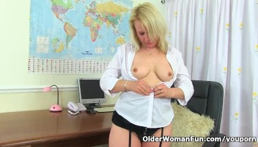 British Mummy Michelle Needs To Enjoyment Her Enjoy Hole