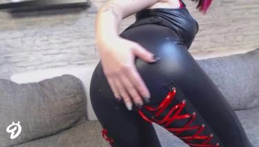 nackt in leder leggings