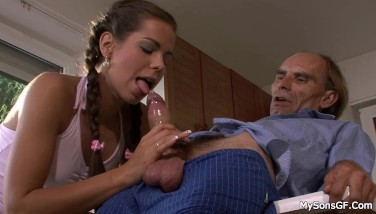Teen Chick Leaps At Old Rod When Her Boyfriend Left