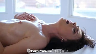 Pornpros Well-lubed Up Rubdown Turns Into Greasy Ravage With Haven Rae