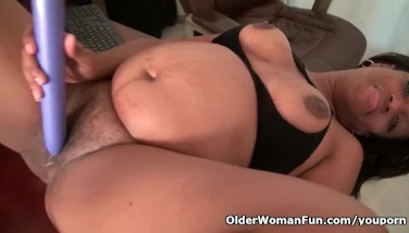 Ebony Mummy Lexus Gives Her Dribbling Beaver The Attention It Needs