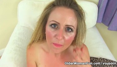 Uk Mummy Trendy Dirt Doesn't Wear Her Hooter-sling And Knickers