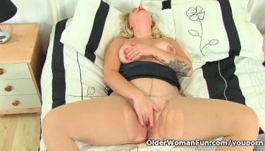 Uk Mum Lily Mummy Likes Sharing Her Nyloned Vulva With Us