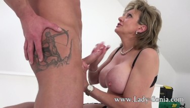 British Mummy Sonia Gives A Rubdown And Gets Screwed Good