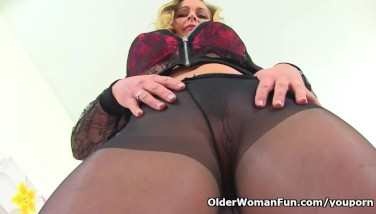 Pantyhosed Mummy Trendy Eve From The Uk Screws A Dildo