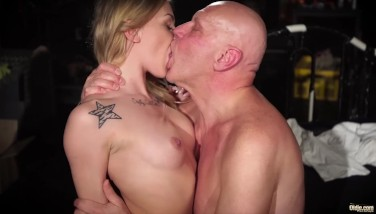 Crazy Tinder Rendezvous Lures Old Stud In Her Hookup Dungeon Space For Satisfaction