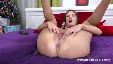Wetting Her Undies Makes Jenifer Jane Super-hot And Horny