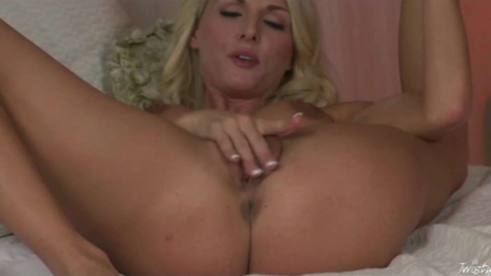 hot-blonde-fingering-herself