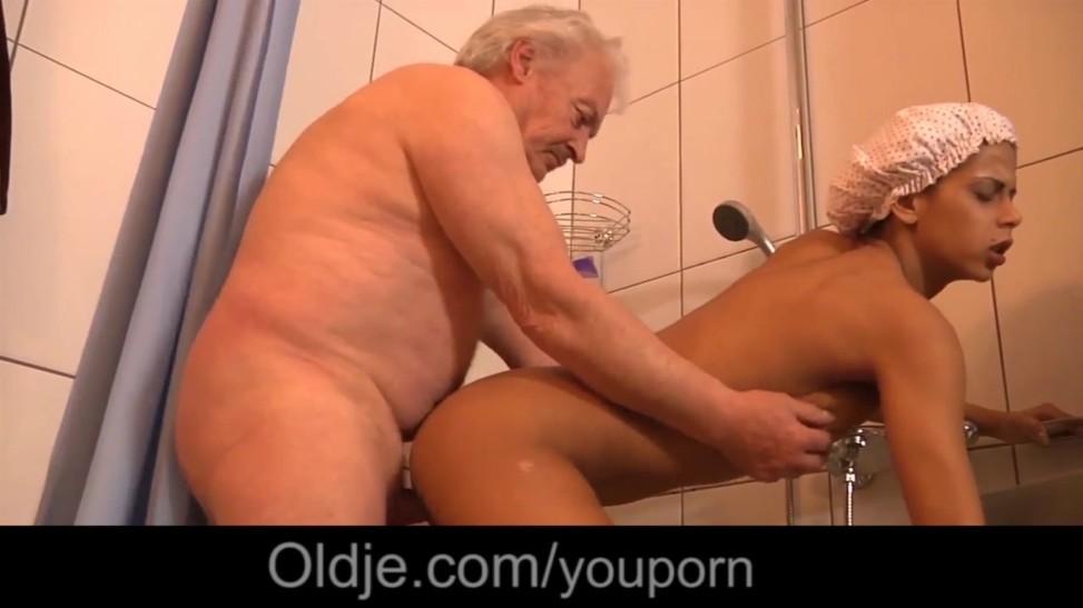 Black Thick Hooters Teenie Ravaging Old Boy In The Bathroom After  Masturbating (06:39) - Letmejerk.com
